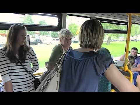 Folk on the street   autobus