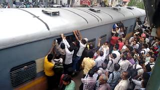 Kurla station harbour line on a normal day