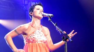 (Entire song) The Cranberries on tour 14/06/2010 in Geneva, Switzer...