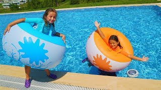 Masal and friends played in the pool with inflatable balls - funny kids video
