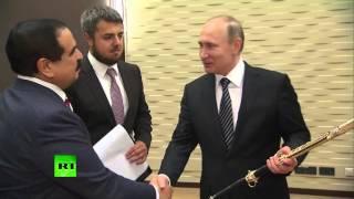 Владимир Путин подарил королю Бахрейна породистого скакуна