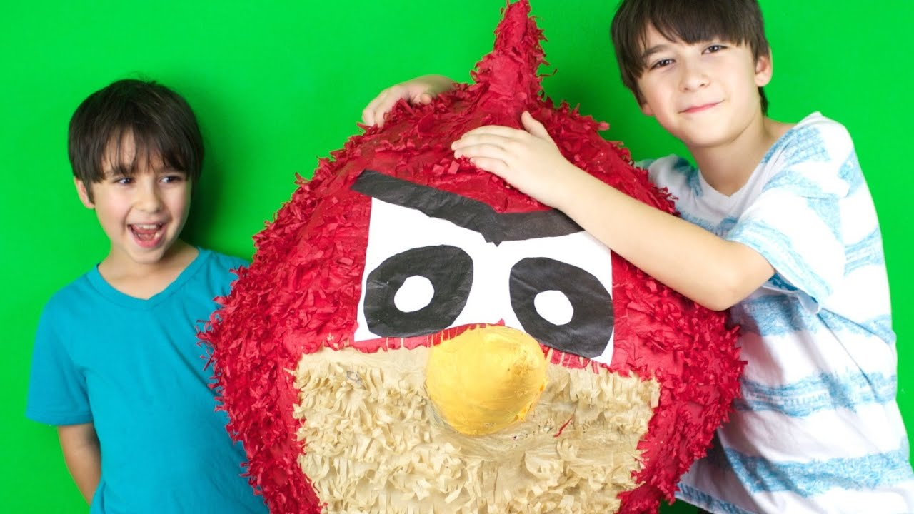 Download GIANT ANGRY BIRD SURPRISE! - WOW!