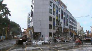 Tayvan'da deprem hasarlı yapıların yıkımı gerçekleştiriliyor