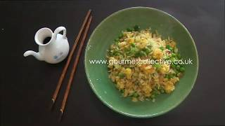 Egg fried rice with peas and spring onion