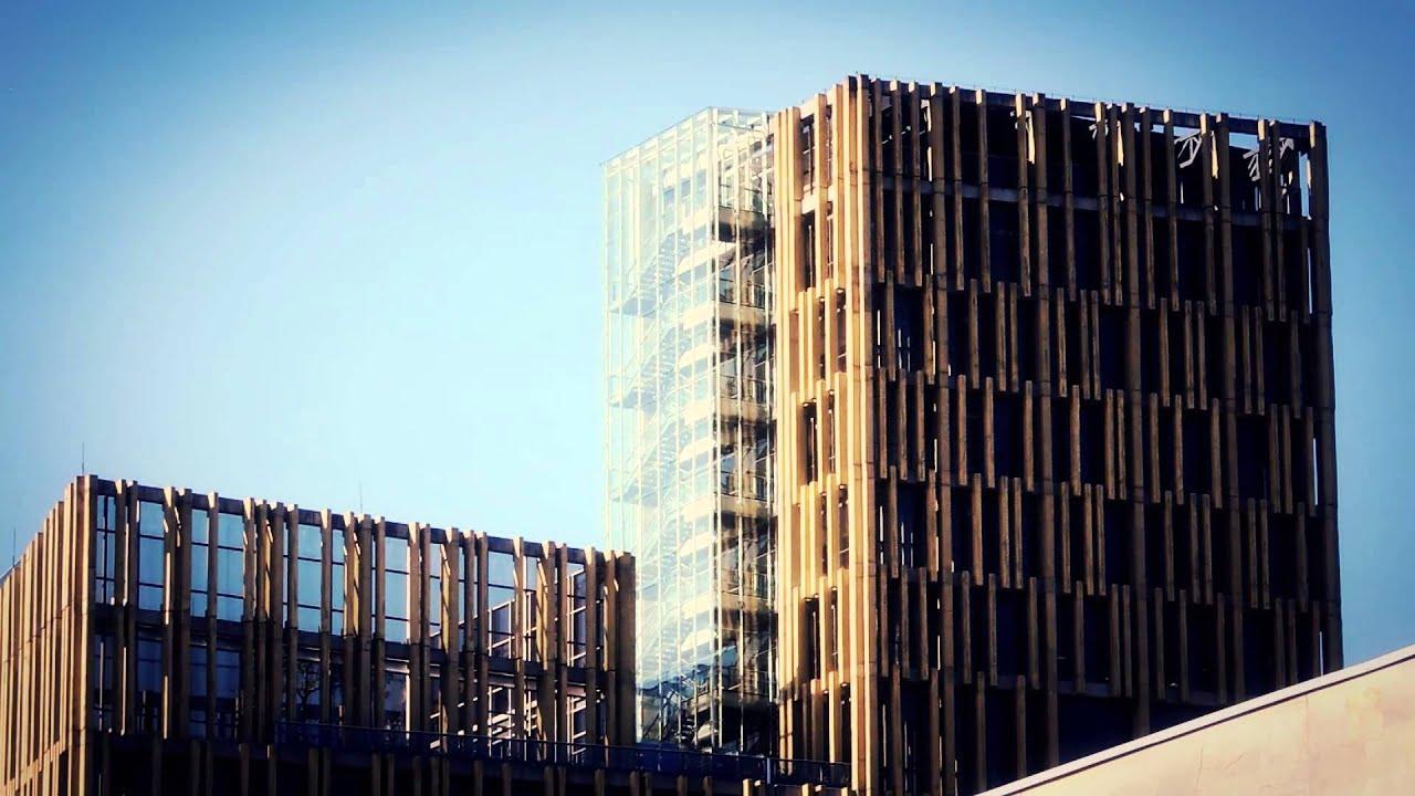 6051 edificio de arquitectura moderna con cielo de fondo for Paginas de construccion y arquitectura