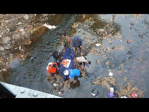 ponorogo---ditemukan-m4y4t-didasar-sungai-paju