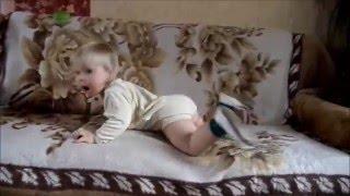 """Кристалина пытается повторять за девочкой из клипа Sia """"Chandelier"""""""