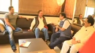 INSIDE Video: Nitin Gadkari Meets Salman Khan @House GalaxyApts In Bandra To Show Modi's Achivements