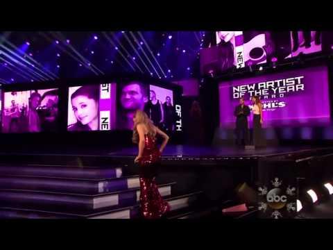 Ariana Grande  Winner New Artist In The AMAs 2013