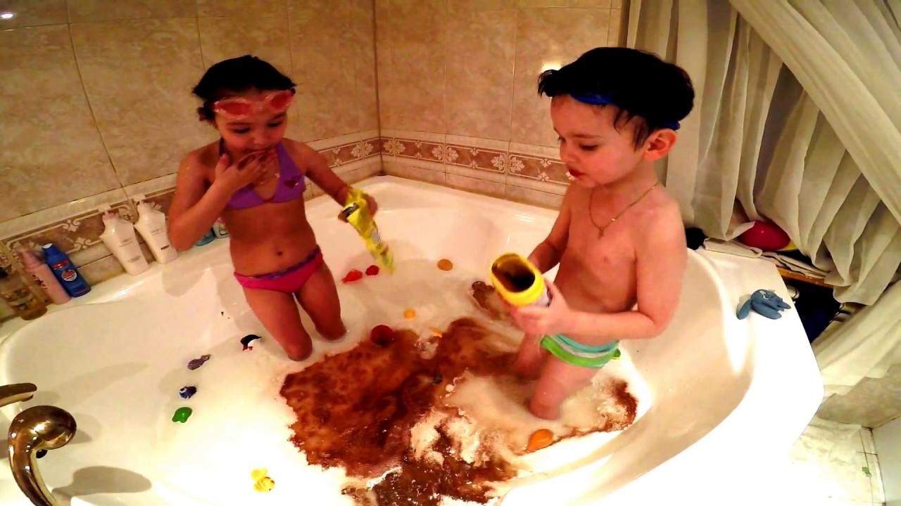 Дети в ванной ВЛОГ Дети купаются в ванной в молоке и делают какао!СУПЕР ВИДЕО СМОТРЕТЬ  ВСЕМ