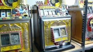 2012-Paris pinball museum Jackpot slot machines tour.