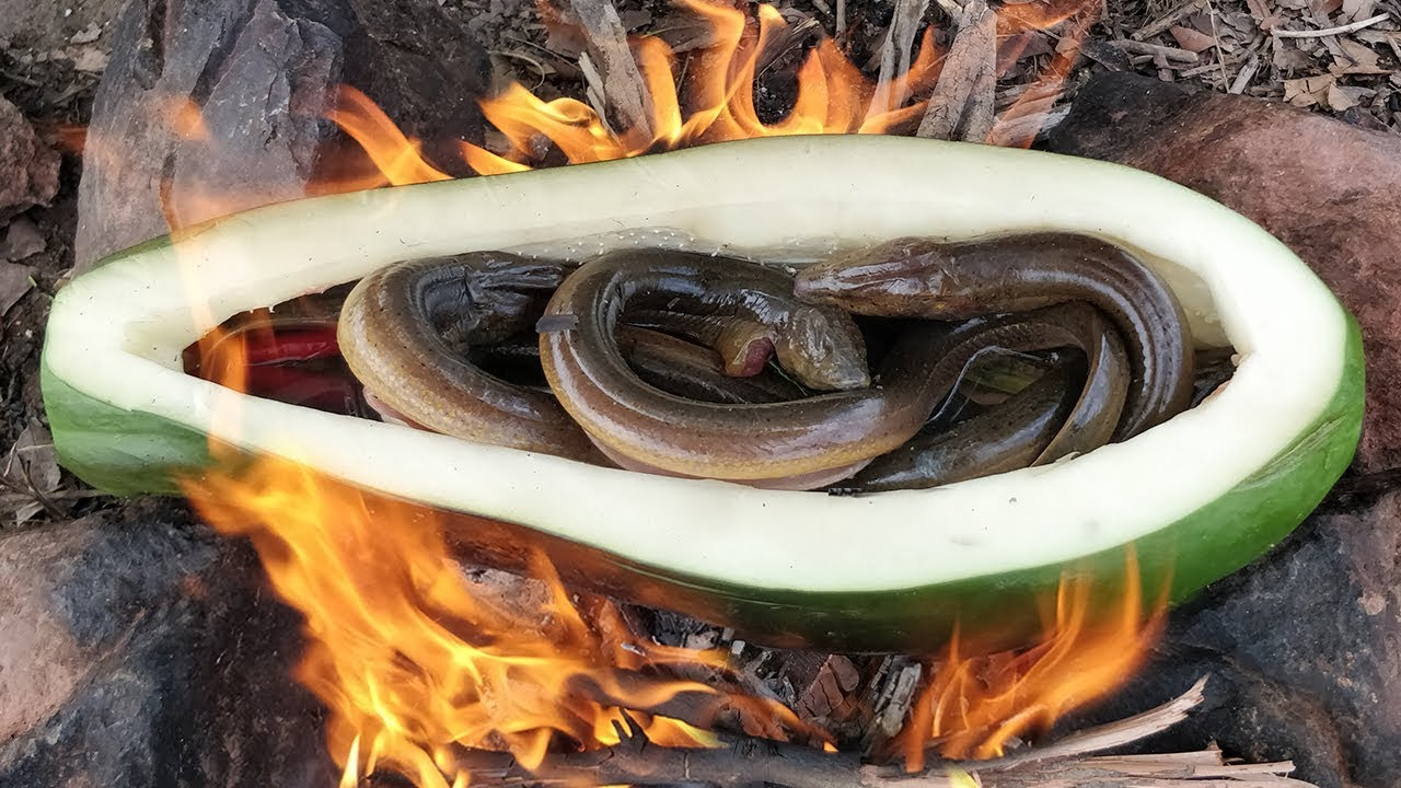 Super Cool Idea Freshwater Eel Cooked in Papaya Fruit