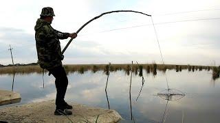 Рыбалка на Паук подъемник VS удочка поплавочка Вот так бывает Рыба сама выпрыгивает из воды