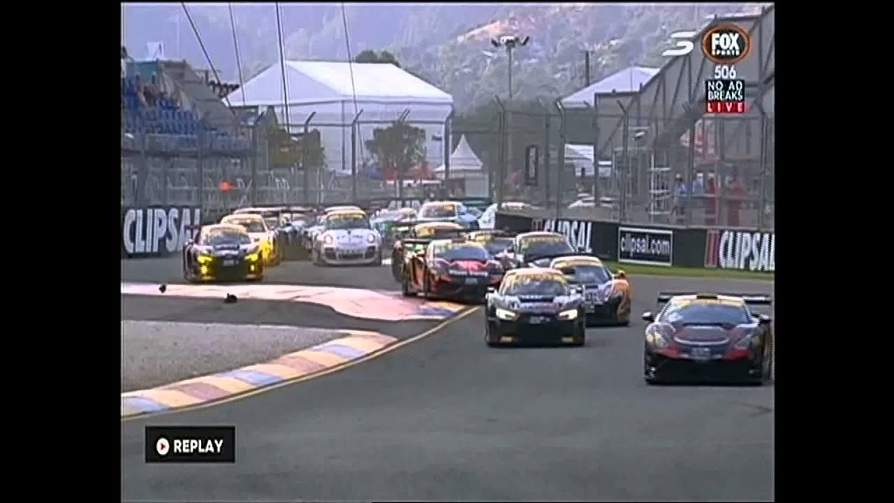 Crash in the Australia Gt at clipsal 500 ( NOT THE WAY TO PASS ...