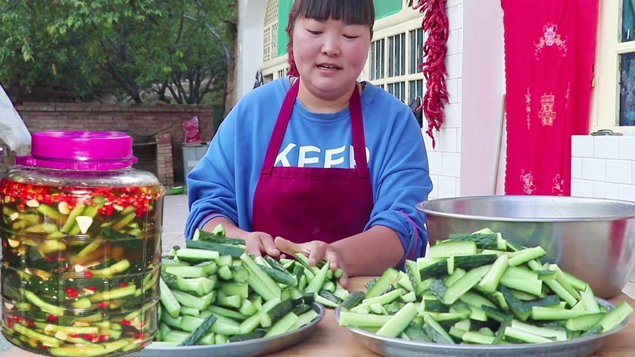 陕北泡黄瓜,开胃下饭,一次做10斤都不够吃!可美了!【陕北霞姐】