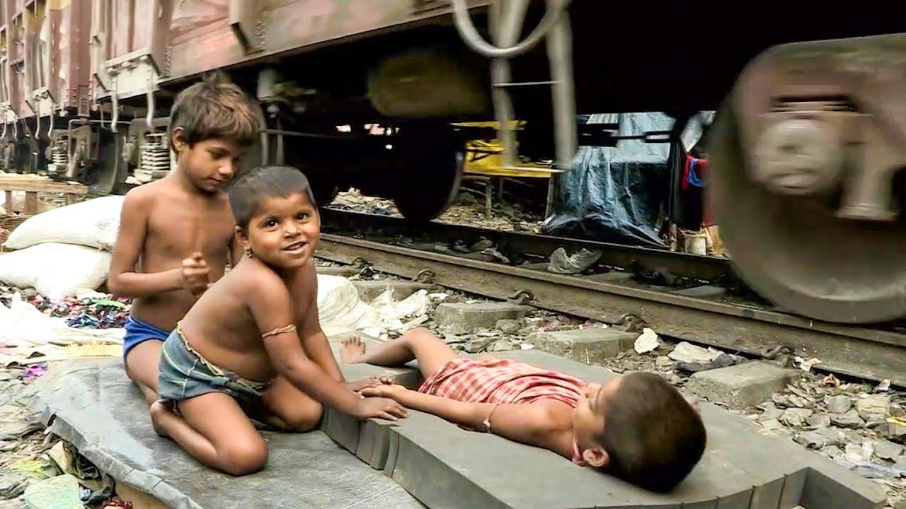 【万物有光】印度街头实拍,女人连生7个孩子,捡垃圾为生还要交保护费