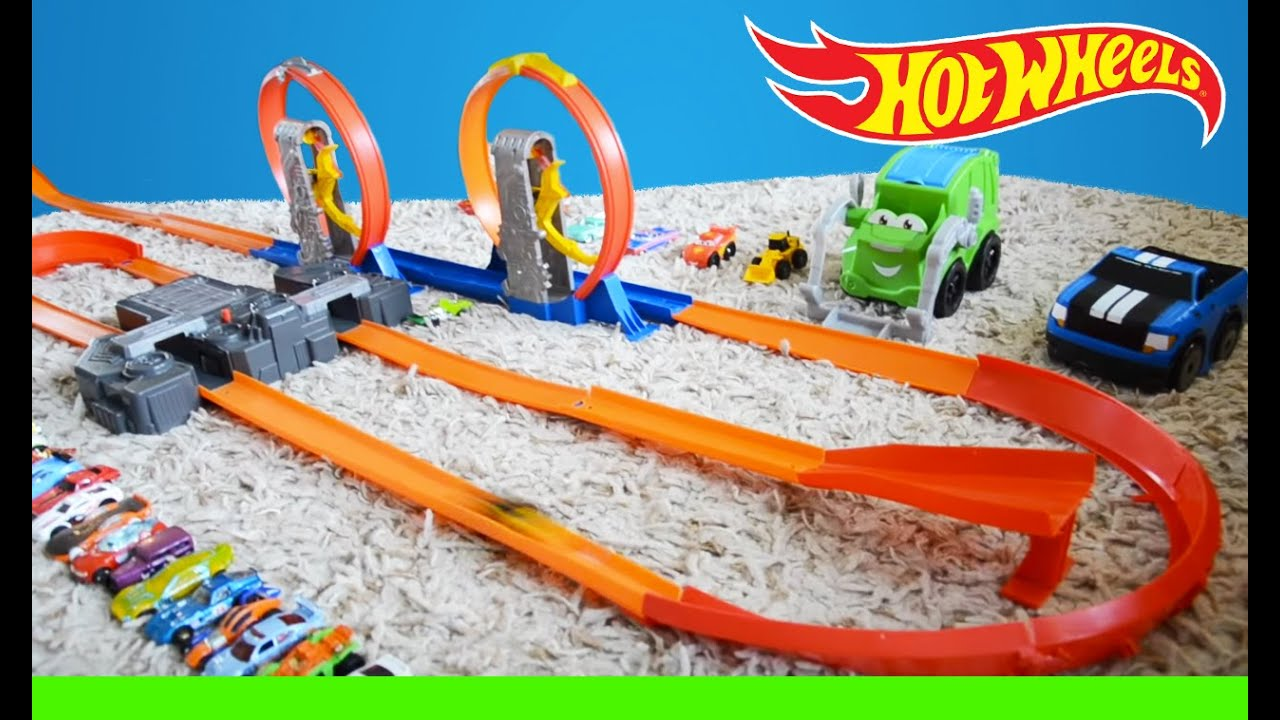 hot wheels race track double loop pileup youtube. Black Bedroom Furniture Sets. Home Design Ideas