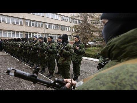 Crimea: giurano nuove forze speciali, filo-russi occupano base navale