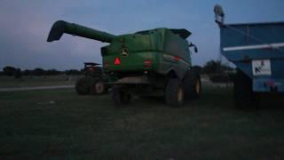 Przedsmak żniw kukurydzianych w USA: John Deere 8210 & John Deere S670