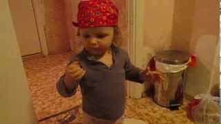 танец маленьких утят(очень смешно танцует., 2014-01-11T15:08:31.000Z)