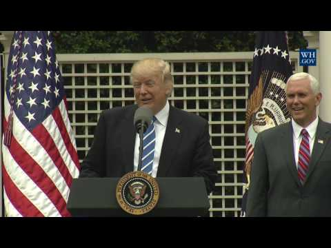 President Trump Drops by the Independent Community Bankers Association
