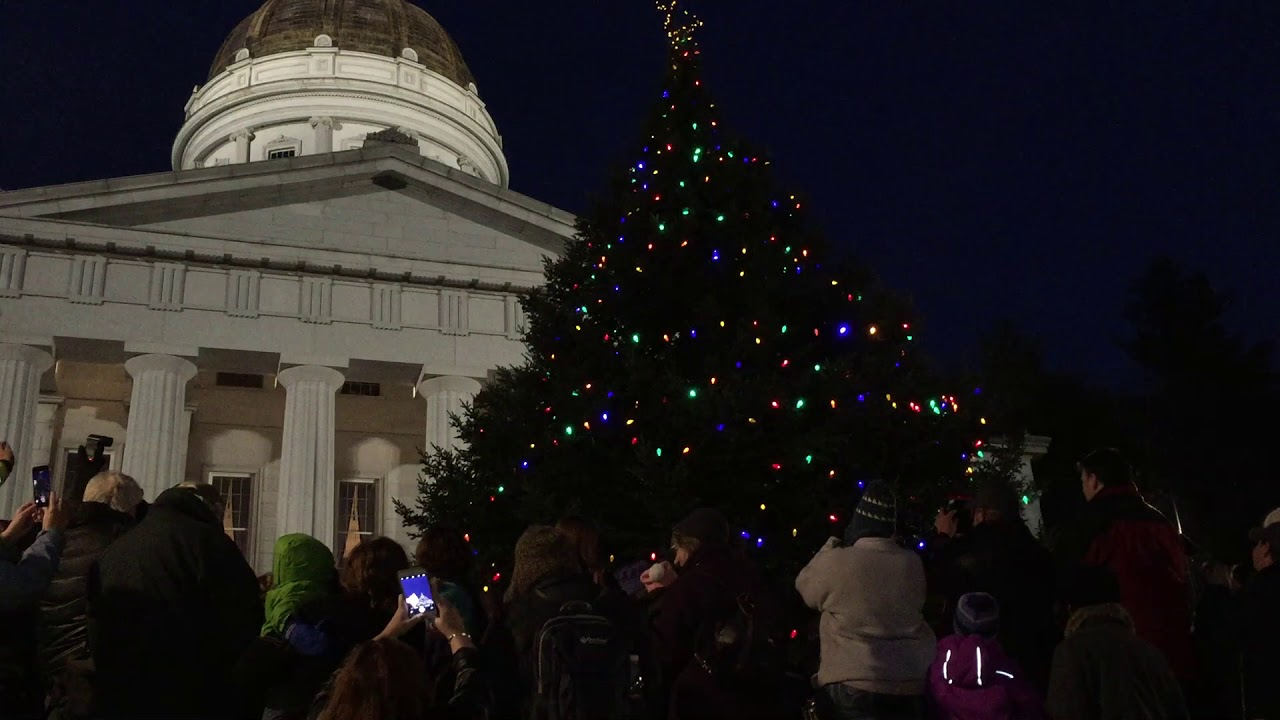 Christmas In Vermont.Lighting The 2017 Vermont Statehouse Christmas Tree
