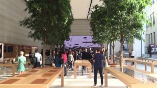 First person to enter the new Brussels Apple Store