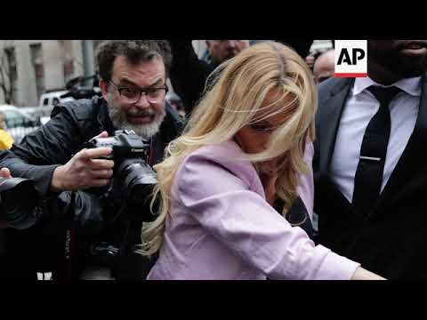 Cameras Catch Stormy Daniels at NY Courthouse