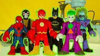 THE FLASH loses his SPEED ! JOKER bcomes FAST BATMAN imaginext superhero toys