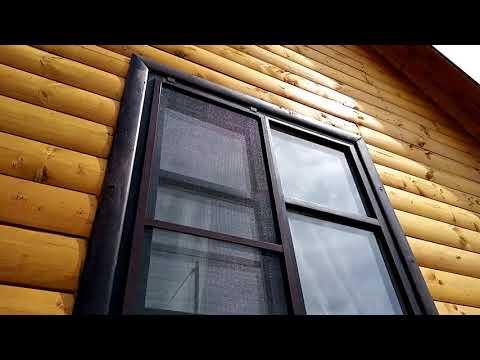 Установка коричневых москитных сеток на деревянные окна