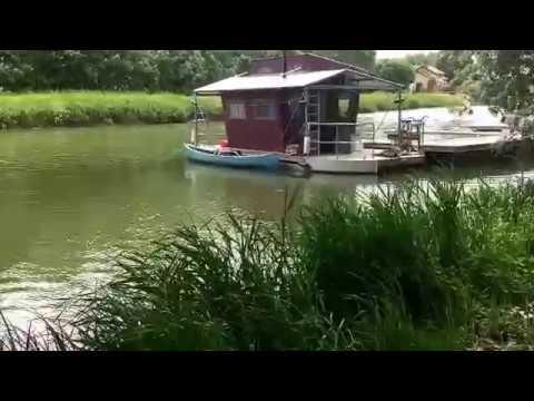Une cabane flottante une maison minimaliste youtube for Une maison minimaliste