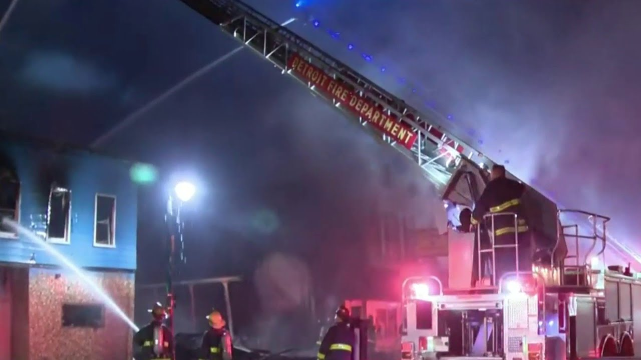 2-alarm fire spread to 3 buildings in Southwest Detroit