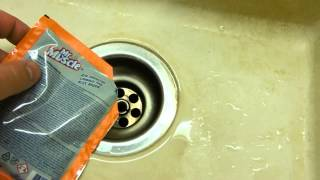 Прочистка сифона канализации средством Mr Muscle (Мистер Мускул)(Видео вам поможет, если у вас забилась мойка, раковина или ванна. Мой сайт - http://san-therm.ru/ Тел.: +7-919-410-33-43 Сантех..., 2015-08-17T19:59:59.000Z)