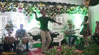 Download lagu JOGET DI NIKAHAN MANTAN PENYANYINYA SAMPAI NGAKAK MP3