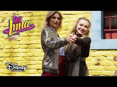 ¡Sabrina Carpenter y Valentina Zenere Pasean por Buenos Aires!