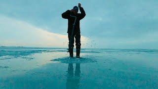 Зимняя рыбалка Последний лёд Размыло дороги 3 часа пробивались к реке Сезон закрыл