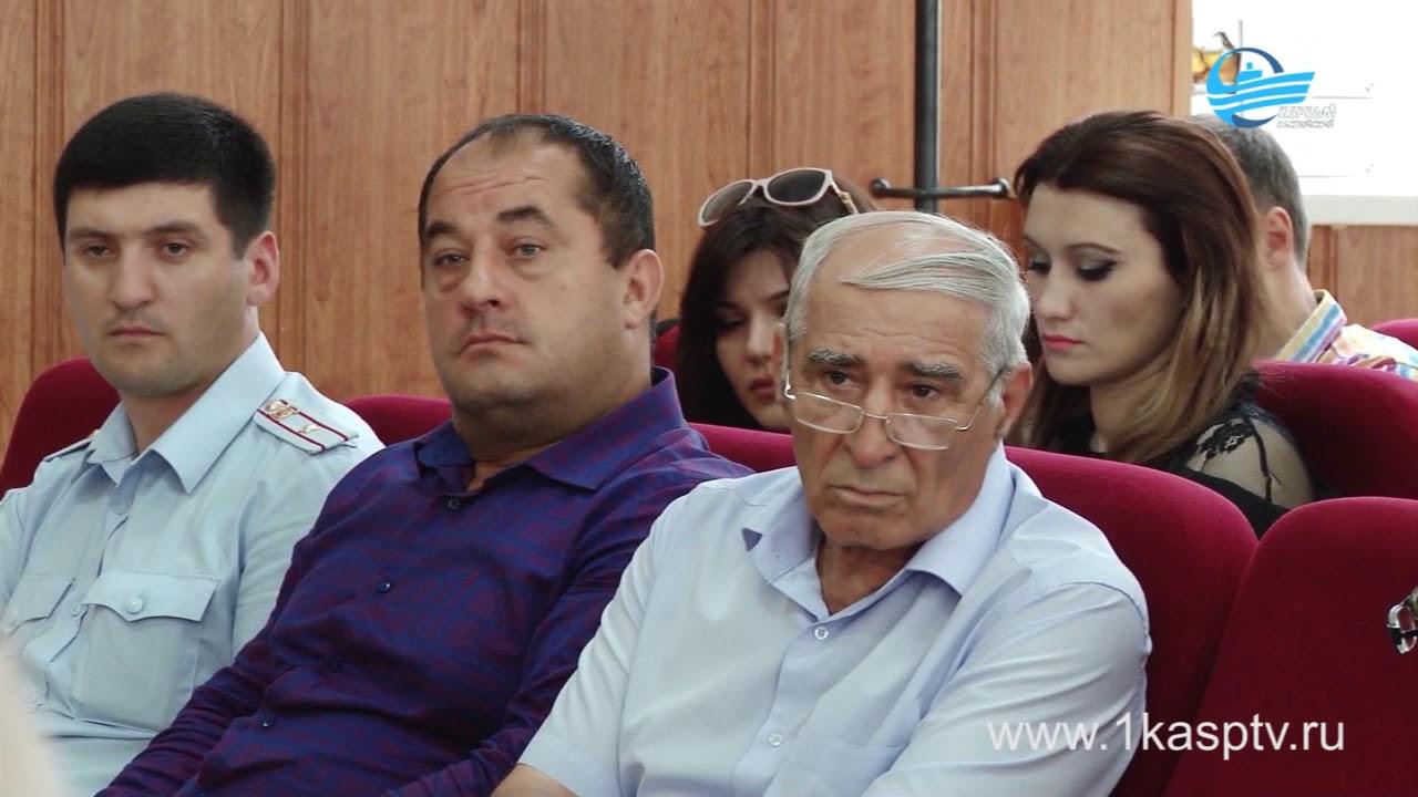 Собираемость взносов на капитальный ремонт и ход реализации мероприятий в 2018 году обсудили в администрации Каспийска