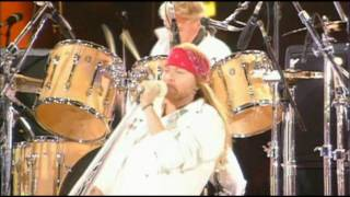Queen & Axl Rose - We Will Rock You - HD.