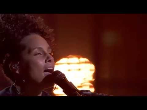 Alicia Keys - She Don't Really Care (New Music Live)