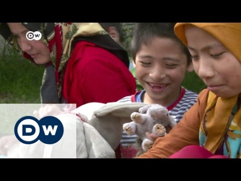 Weary refugees try to leave Serbia for EU | DW News