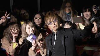 25日公開の映画『キングコング:髑髏島の巨神』のジャパンプレミアが、3月15日、新宿歌舞伎町ゴジラ・ロードで開催され、GACKTがレッドカーペットに登場した。サインや2 ...