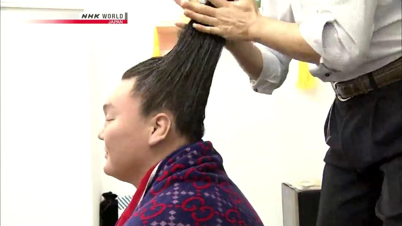 იაპონელი სტილისტი, რომელიც ტოჩინოშინს, ჰაკუჰოს, კაკარიუს და სხვა სუმოისტებს ვარცხნილობას უკეთებს (ვიდეო)