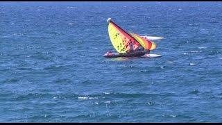 Cambrils ; Catamaran ; Voilier Retourné ; Bateau ; Sailboat Returned ; Puerto ; Mer ; Espagne