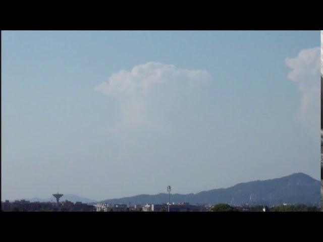 Grans núvols sobre el Pirineu vistos des de la costa central  - El Prat  - Juliol 2017