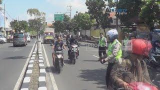 Pemotor Tak Berhelm Cuek, Nekat Terabas Razia Polisi
