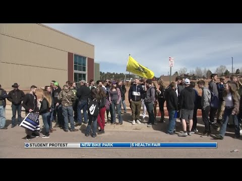 Students walk out at Woodland Park H.S. in support of 2nd amendment