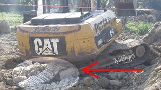 Excavator Track Trouble CAT 320D Hard Working Loading Dump Truck