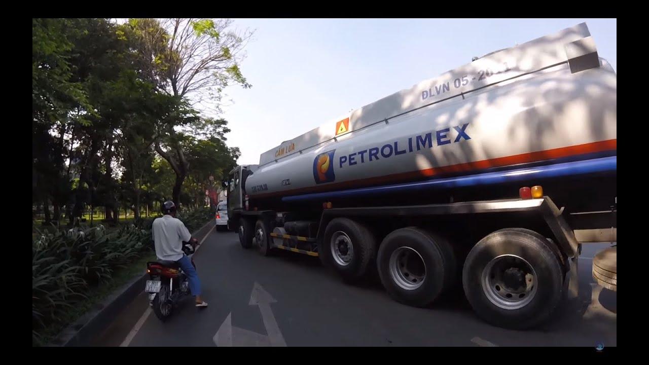 Xe bồn ông cố nội của Petrolimex chạy rất ngang tàng - tank truck drove carelessly