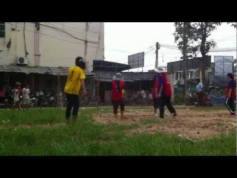 Bóng đá nữ THCS Tân Thạnh (áo vàng)