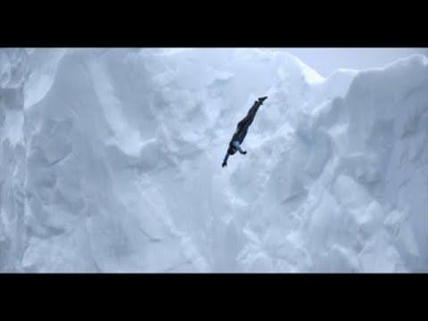 Colombiano Orlando Duque conquista la Antártida saltando de dos icebergs